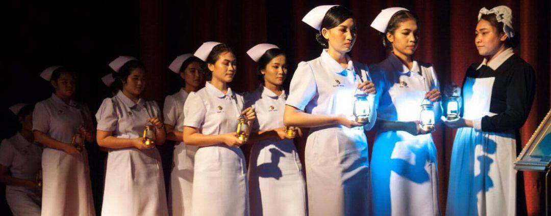 พิธีมอบหมวกและเข็มเครื่องหมาย นักศึกษาคณะพยาบาลศาสตร์ ชั้นปีที่ ๒-มหาวิทยาลัยสยาม