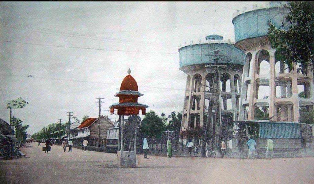 ภาพถังน้ำประปาแม้นศรี และถนนวรจักร สมัยรัชกาลที่ ๖