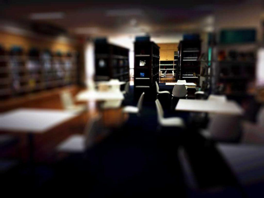 ห้องสมุด เงียบ สงัด